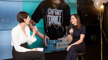 Eve Tomaszewski (links) in gesprek tijdens een evenement van The Goaldiggers Club