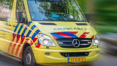waren meerdere politiewagens en ambulances aanwezig