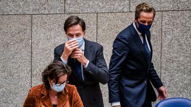 Een foto van Rutte en De Jonge die de mondkapjesplicht invoerden
