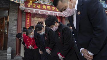 China herdenkt de coronadoden.