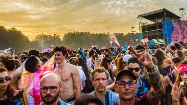 Op deze foto zie je festivalgangers op Sziget 2019.