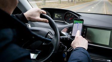 mobiel in het verkeer.
