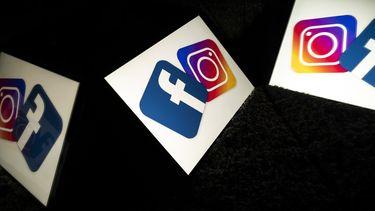 Een foto van het logo van Facebook dat nu berichten over het ontkennen van de Holocaust in de ban doet