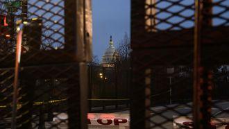 Een foto van het zwaarbeveiligde Capitool