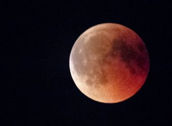 Maansverduistering is vrijdagavond goed te zien