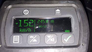 Jonge bestuurder scheurt met 150 kilometer per uur in bebouwde kom