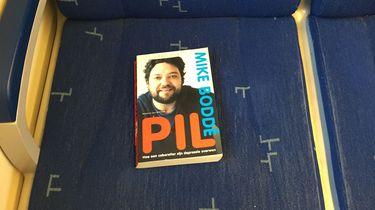 De Boekenstrooier laat boeken achter in de trein