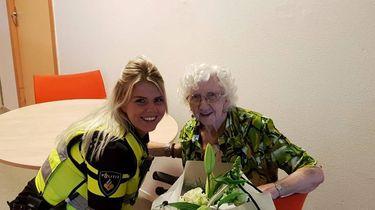 Politieagente redt 92-jarige vrouw na val