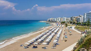 Een strand op Grieks eiland Rodos