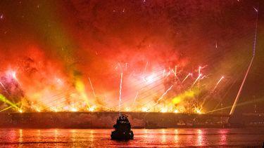 Een foto van vuurwerk tijdens een show in Rotterdam