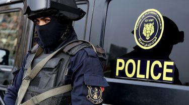 Een politieagent in Egypte houdt de wacht. Foto: AFP