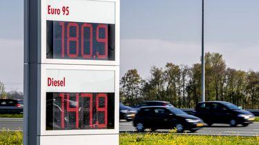 Olieruzie goed zichtbaar aan Nederlandse pomp