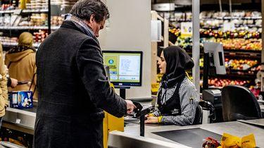 Supermarkten schermen kassa's af met plexiglas
