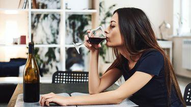 WHO waarschuwt: drink niet bij coronastress