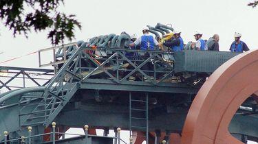 Efteling-bezoekers uur vast op hoogste punt achtbaan