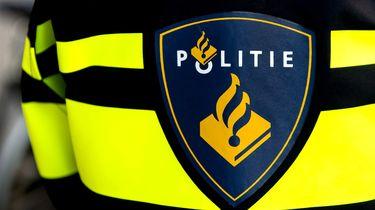 Politie slingert 28 deelnemers trouwstoet op de bon in Amsterdam