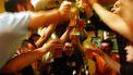 Studenten proosten met bier.
