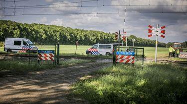 Een foto van een onbewaakte spoorwegovergang bij Hooghalen