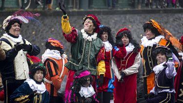 Sinterklaas verwelkomt nieuwe Piet. / ANP