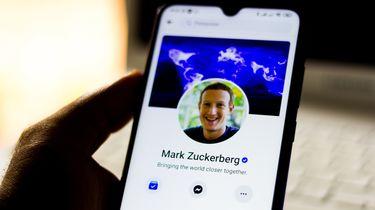 Een foto van het facebookprofiel van Mark Zuckerberg, te zien op een telefoon