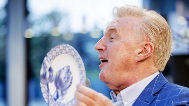 Een foto van een lachende André van Duin