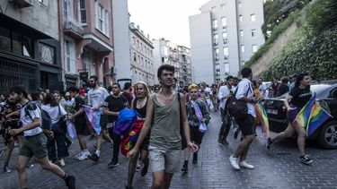 Politie Turkije gebruikt traangas tegen deelnemers Pride Istanboel