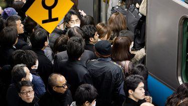 Timelapse toont drukte Japans station tijdens spits