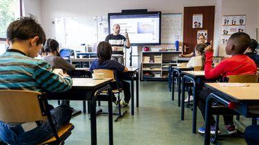 Ouders die hun kind ondanks de heropening van de basisscholen toch thuishouden, hoeven niet direct de leerplichtambtenaar te vrezen.