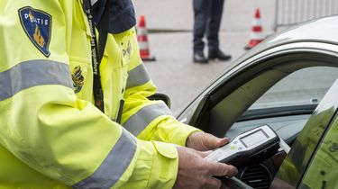 Beschonken man haalt politie met 200 km per uur in