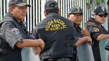 Op deze foto zijn politieagenten in Peru te zien.