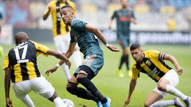 Ajax speelt gelijk bij Vitesse: 2-2