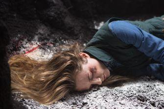 Dief ontdekt vastgeketend meisje bij inbraak