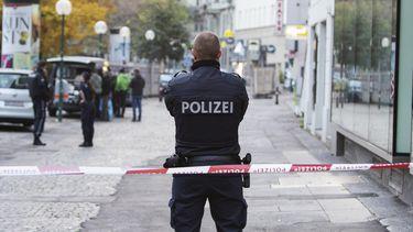 Op deze foto is een Oostenrijkse politieagent te zien.