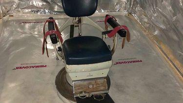 Foto van stoel uit martelkamer