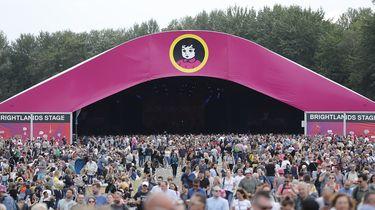Op deze foto zie je festivalgangers tijdens de tweede dag van het muziekfestival Pinkpop.