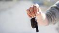 Auto zonder bestuurder slaat over kop bij Barneveld